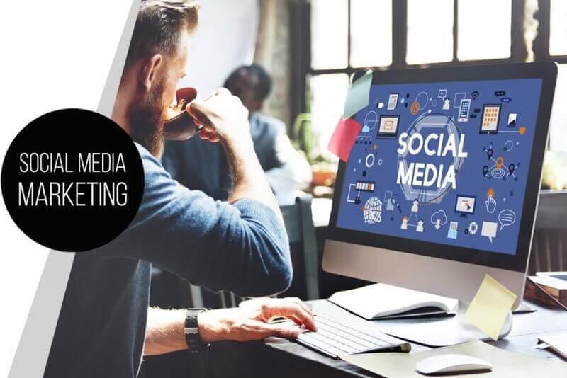 Bild Zeigt ein Pc mit einem Social Media Marketing Desktop
