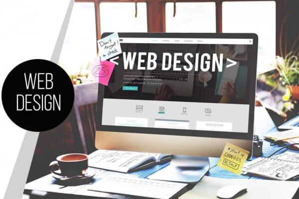 Bild zeigt Webdesign aus Bonn an einem computer